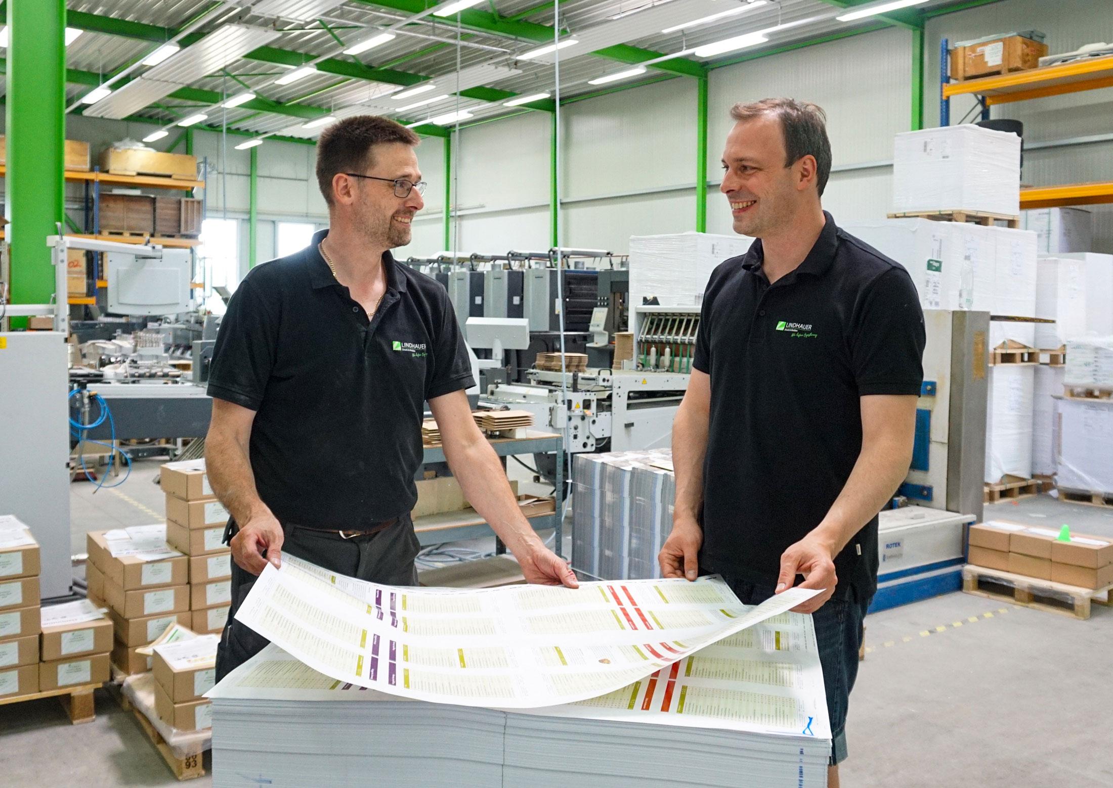 lindhauer_druck_medien_druckerei_paderborn_jobs_produktion_kontrolle_zoom_druckerei_paderborn
